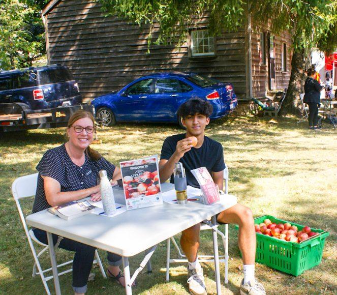 Volunteers Sandy and Aiden